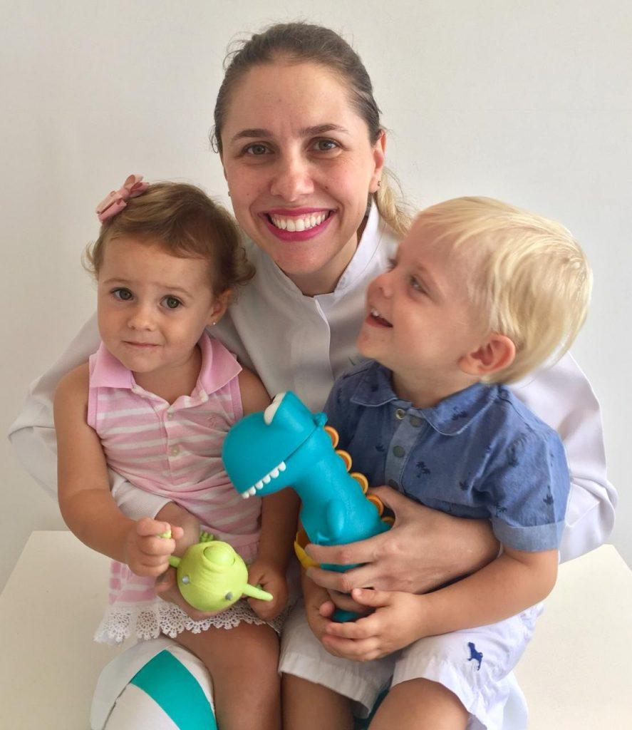 dentes gemeos escovar com brinquedos