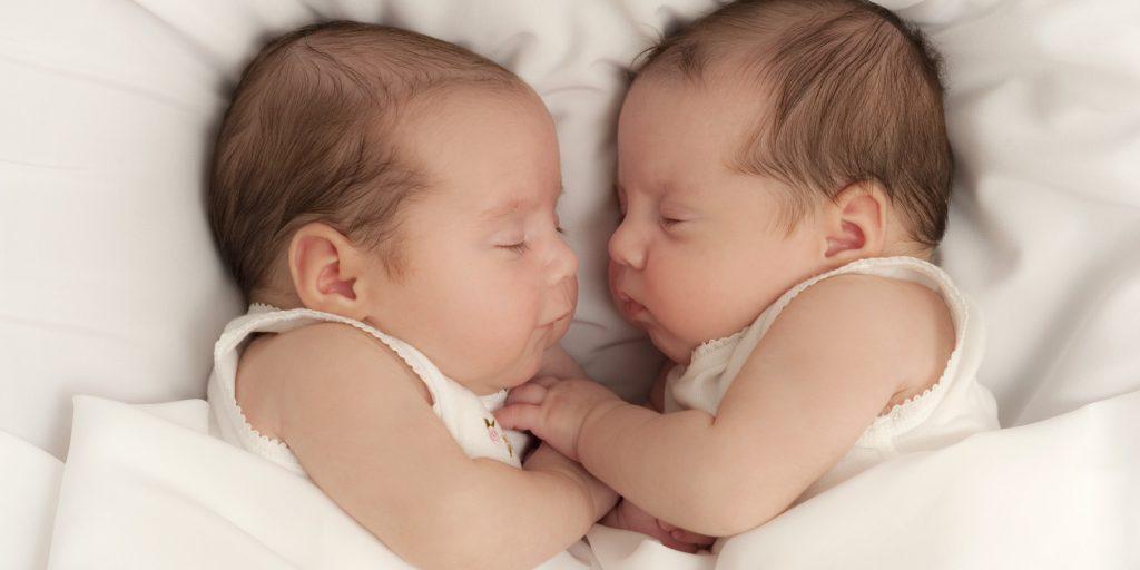 grávida de gêmeos conselhos bebês dormindo
